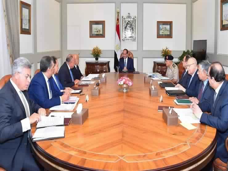 الرئيس السيسي يشيد بالدور البطولي الذي تقوم به القوات المسلحة والشرطة .