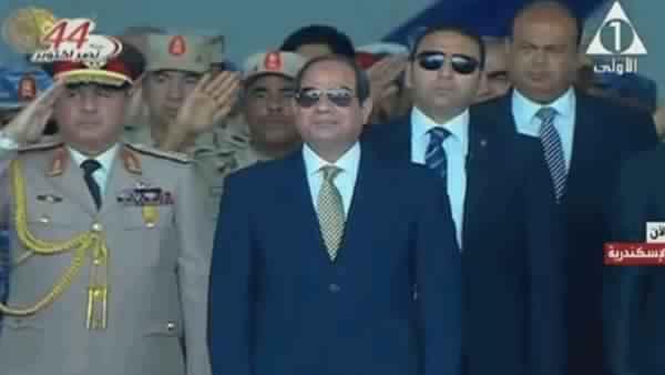 الرئيس السيسى يرفع علم مصر على قاعدة الإسكندرية فى يوم القوات البحرية ,