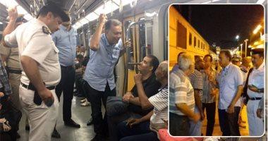 وزير النقل يستقل قطار من القاهرة إلى المنيا للاطمئنان على إجراءات السلامة