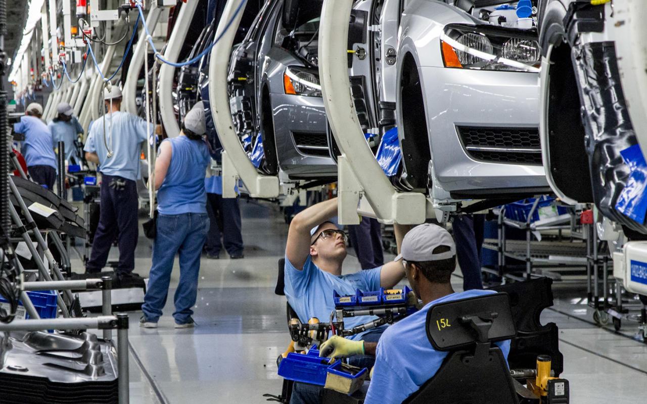 مصر تدخل عالم صناعة السيارات والإلكترونيات.. 28 شركة روسية جاهزة للتصنيع شرقي بورسعيد