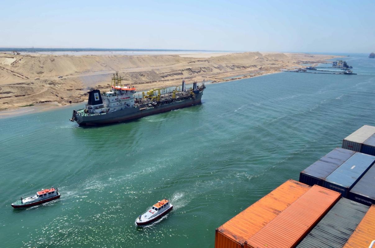 انتظام حركة الملاحة بقناة السويس رغم سوء الأحوال الجوية
