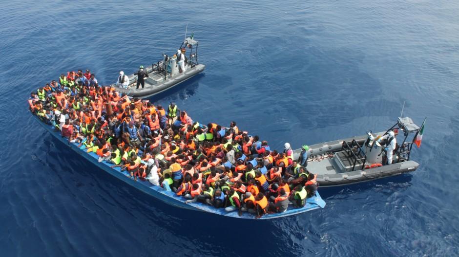 الاتحاد الأوروبى يبحث سبل جديدة للحد من الهجرة عبر البحر المتوسط