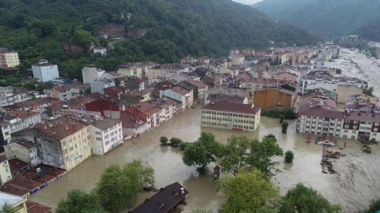 ارتفاع حصيلة ضحايا السيول شمالي تركيا إلى 51 قتيلا