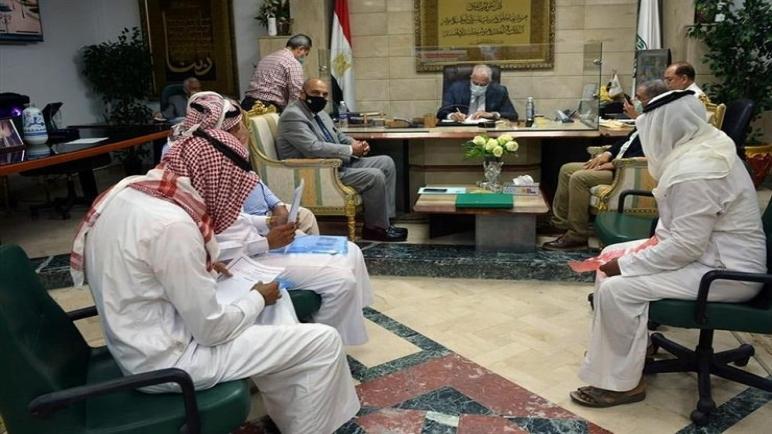 محافظ جنوب سيناء يلتقي شباب القبائل البدوية لبحث مطالبهم