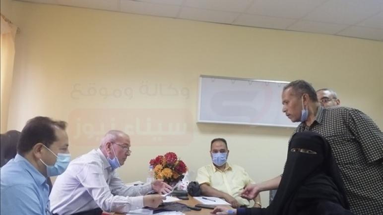 إقبال كبير لكبار السن وأصحاب الأمراض المزمنة على لقاح كورونا بالعريش