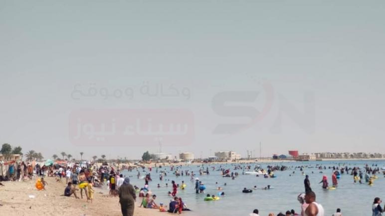 توافد مئات المواطنين على الشواطئ العامة بمدينة رأس سدر بمحافظة جنوب سيناء